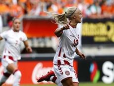 La curiosa historia detrás del beso entre la danesa Harder y la sueca Eriksson. EFE