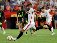 Banega hizo doblete en la primera jornada de la Europa League. EFE