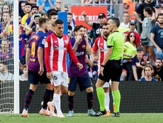 Messi lost his cool with the referee. EFE