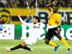 Sanogo (d) tiene contrato con el Young Boys hasta 2021. EFE