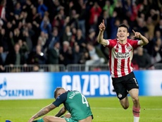 Napoli will once again try to get Hirving Lozano from PSV. EFE