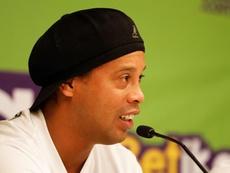 Ronaldinho seguirá sin tener su pasaporte. EFE