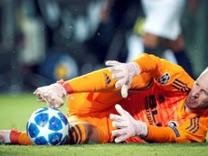 Neto, con un dedo roto y de los mejores jugadores del Valencia. EFE
