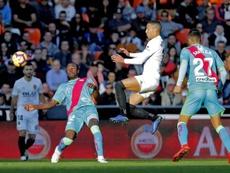 El delantero lleva sin ver puerta desde que marcó al Atlético. EFE