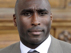 Sol Campbell, the legendary defender who wants to continue his legacy from the bench. EFE