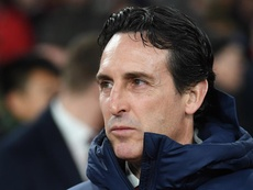 Arsenal boss Emery has warned his players against falling to lesser sides. EFE