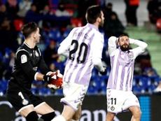 Daniele Verde, al fondo, no logró convencer al Valladolid de su fichaje. EFE