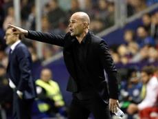Paco López se volcó con su futbolista. EFE/Archivo