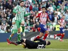 Javi García puede salir del Betis ante la falta de minutos. EFE