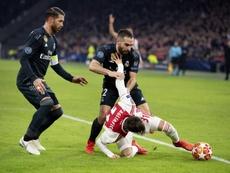 An ex-Ajax player has stirred up debate surrounding Ramos' deliberate yellow in Amsterdam. EFE