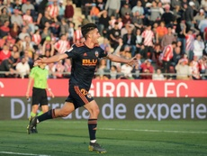 Ferran Torres se despidió de la afición del Valencia. EFE