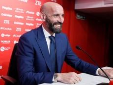 Monchi pregunta por dos jugadores del Trabzonspor. EFE