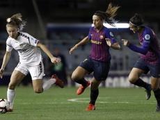 Melanie Serrado (d) renueva con el Barcelona. EFE