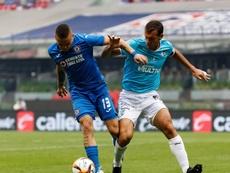 Novaretti (d) está cerca de convertirse en nuevo futbolista de Rosario Central. EFE