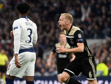 Van de Beek restera à l'Ajax au moins jusqu'à la fin de saison. EFE