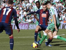Marc Bartra (d) será vital en la siguiente temporada del Betis. EFE/Archivo