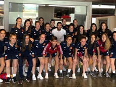 Sergio Ramos visited the Spanish women's squad to offer advice. EFE