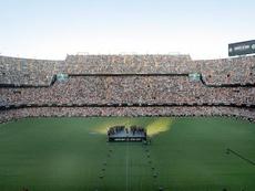 El Valencia se dio un baño de multitudes en su estadio. EFE