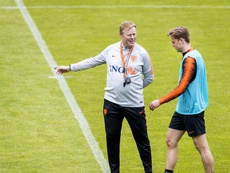 Ronald Koeman has experimented with de Jong's position. EFE