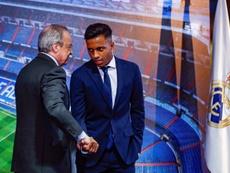 Rodrigo, feliz tras su presentación como nuevo jugador del Real Madrid. EFE