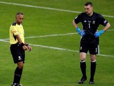 La última prueba del árbitro del 'Superclásico'. EFE