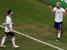 Lionel Messi teve uma conversa no vestiário com os mais jovens. EFE