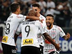 Corinthians se pone al día con alegría. EFE/Paulo Whitaker