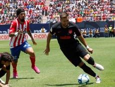 Héctor Herrera (d) apenas está contando por ahora para Simeone en el Atleti. EFE/Archivo