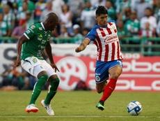 El mexicano puede superar una marca histórica con Chivas. EFE