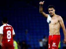 Reguilón fue la sorpresa del debut hispalense. EFE/Quique García