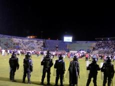 Estudian el cierre del estadio Nacional. EFE/STR