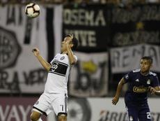 Santaní salva el resbalón de Olimpia. EFE/Andrés Cristaldo/Archivo