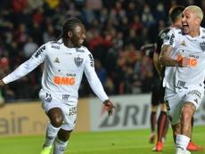 Yimmi Chará (i) podría dejar Atlético Mineiro en breve. EFE/Archivo