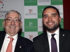 Luis María Elustondo (i) está siendo presionado para abandonar el cargo. EFE/Archivo