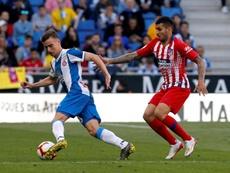 Adrià Pedrosa (i) se entrenó con normalidad. EFE/Toni Albir/Archivo