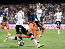 A Edson Álvarez le gustaría jugar en el City. EFE