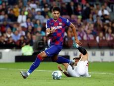 La idea del Barça es contar con Araújo y, posteriormente, fichar otro central en enero. EFE