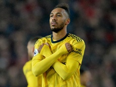 Aubameyang pode estar no radar de Real e Barça. EFE/EPA/PETER POWELL