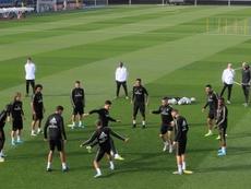 Zidane a dirigé une session avec de nombreuses absences. EFE