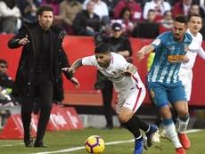 Banega y el Sevilla se reúnen para renovar el contrato. EFE/Archivo