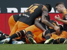 Maxi Gómez revive al Valencia y ahonda en la herida del Espanyol. EFE