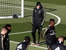 Zidane tiene cinco jugadores para solo dos posiciones. EFE/Archivo