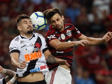 Rodrigo Caio na lateral pode ter sido ensaio do Flamengo sem Rafinha. EFE/Antonio Lacerda