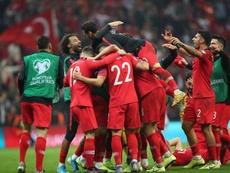 Pocas veces un 0-0 da para tanto: Turquía y Francia, clasificadas. EFE/EPA/TOLGA BOZOGLU