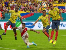 Un testarazo en el alargue del segundo tiempo le dio el partido a Colombia. EFE