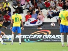 Coutinho capitaneó a Brasil en el campo. EFE