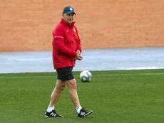 Javier Aguirre tendrá que experimentar en defensa ante el RC Celta de Vigo. EFE