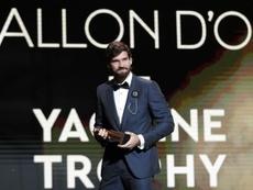 Alisson vence o Troféu Yashin de melhor goleiro do ano. EFE