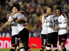 El Valencia venció tras remontar al Levante. EFE