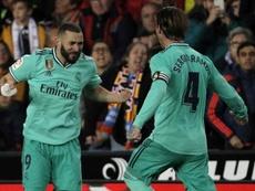 Chendo se encaró con el público en el gol de Benzema. EFE